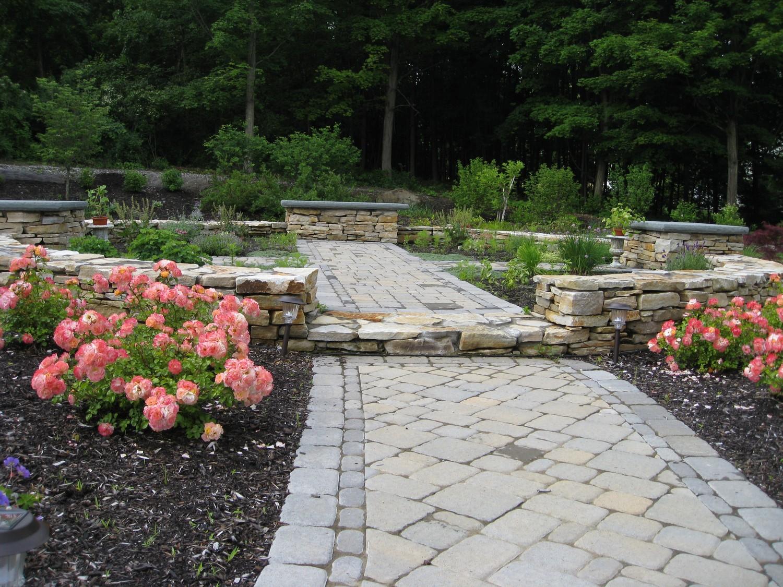 Garden design with carpet roses carpet vidalondon for Circular flower garden designs